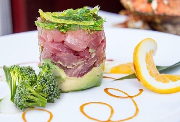 brócoli con tartar de atún